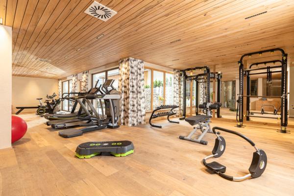 Fitnessraum-Überblick im Wellnesshotel Alpacherhof in Tirol