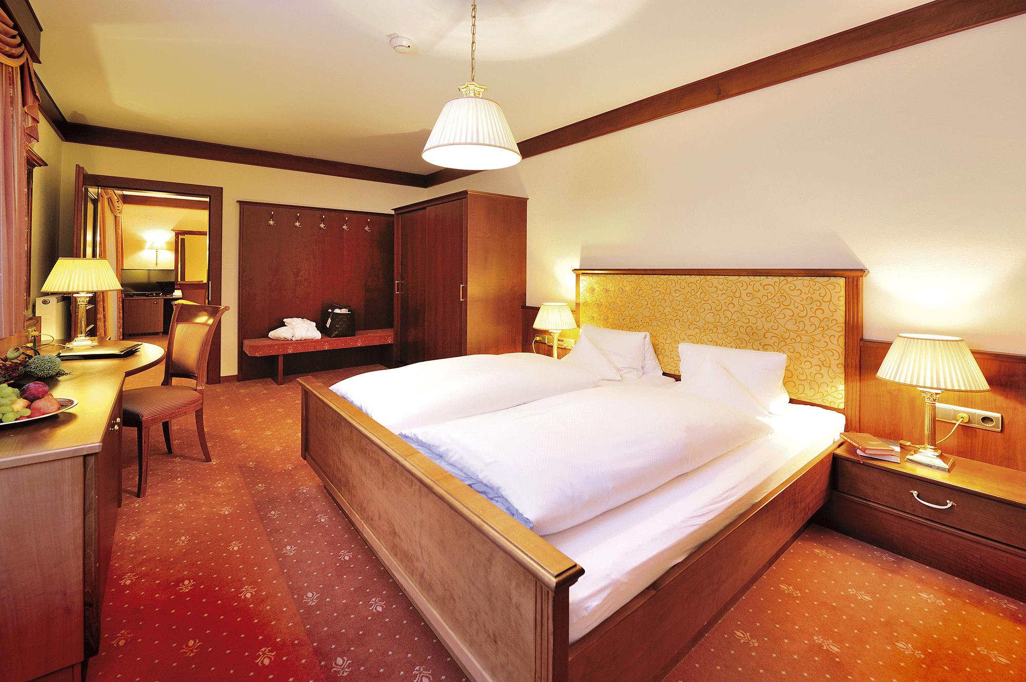 Panoramasuite Bett im Wellnesshotel Alpbacherhof in Tirol
