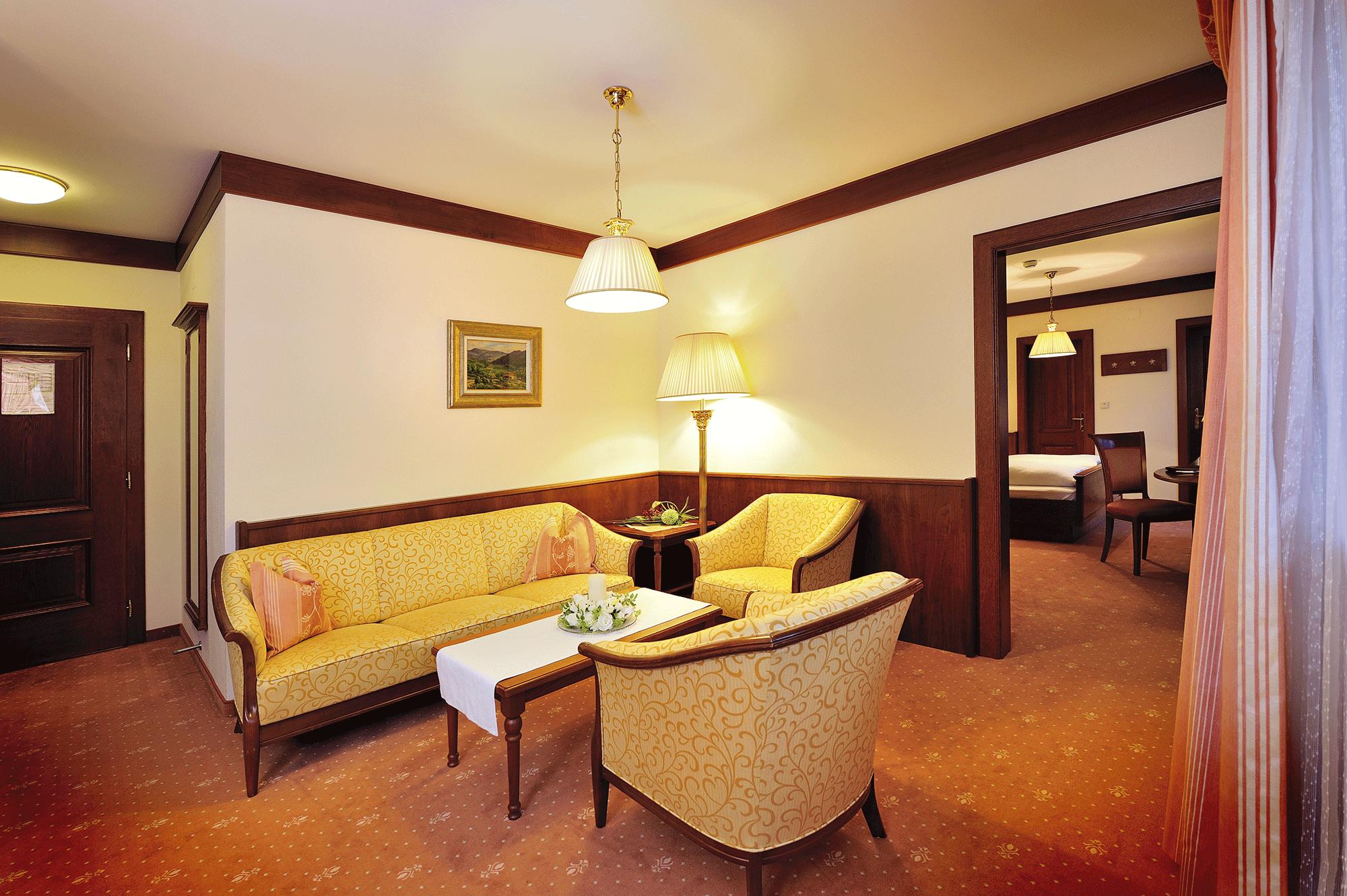 Panoramasuite Sitzecke im Wellnesshotel Alpbacherhof in Tirol