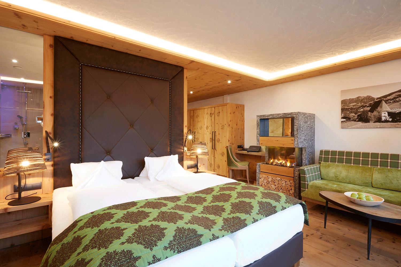 Wohnkomfortzimmer Juwel Zimmeransicht im Naturhotel Alpbachtal in Tirol