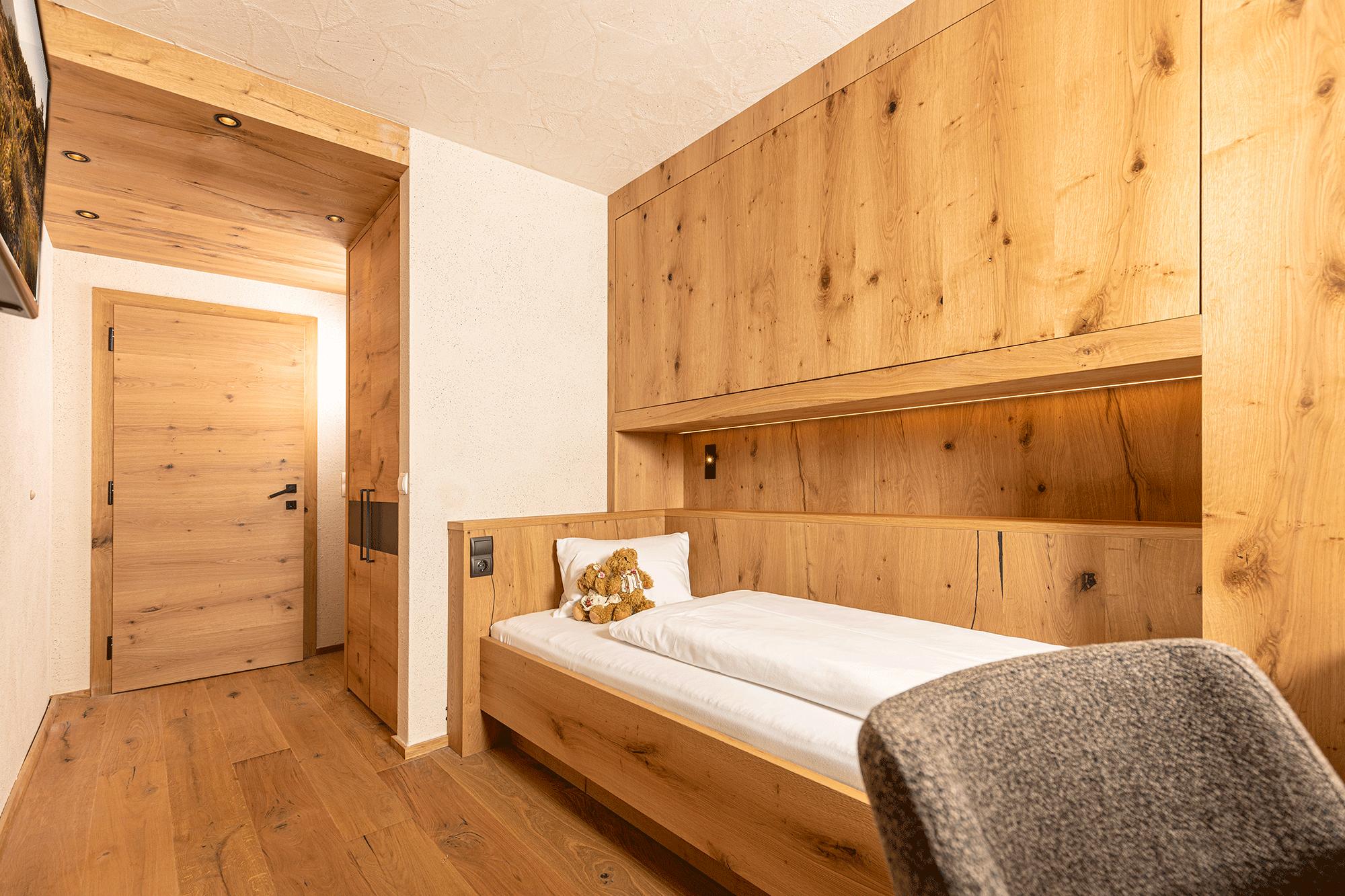 Familiensuite Traumblick Einzelbett im Familienhotel Alpbacherhof im Alpbachtal