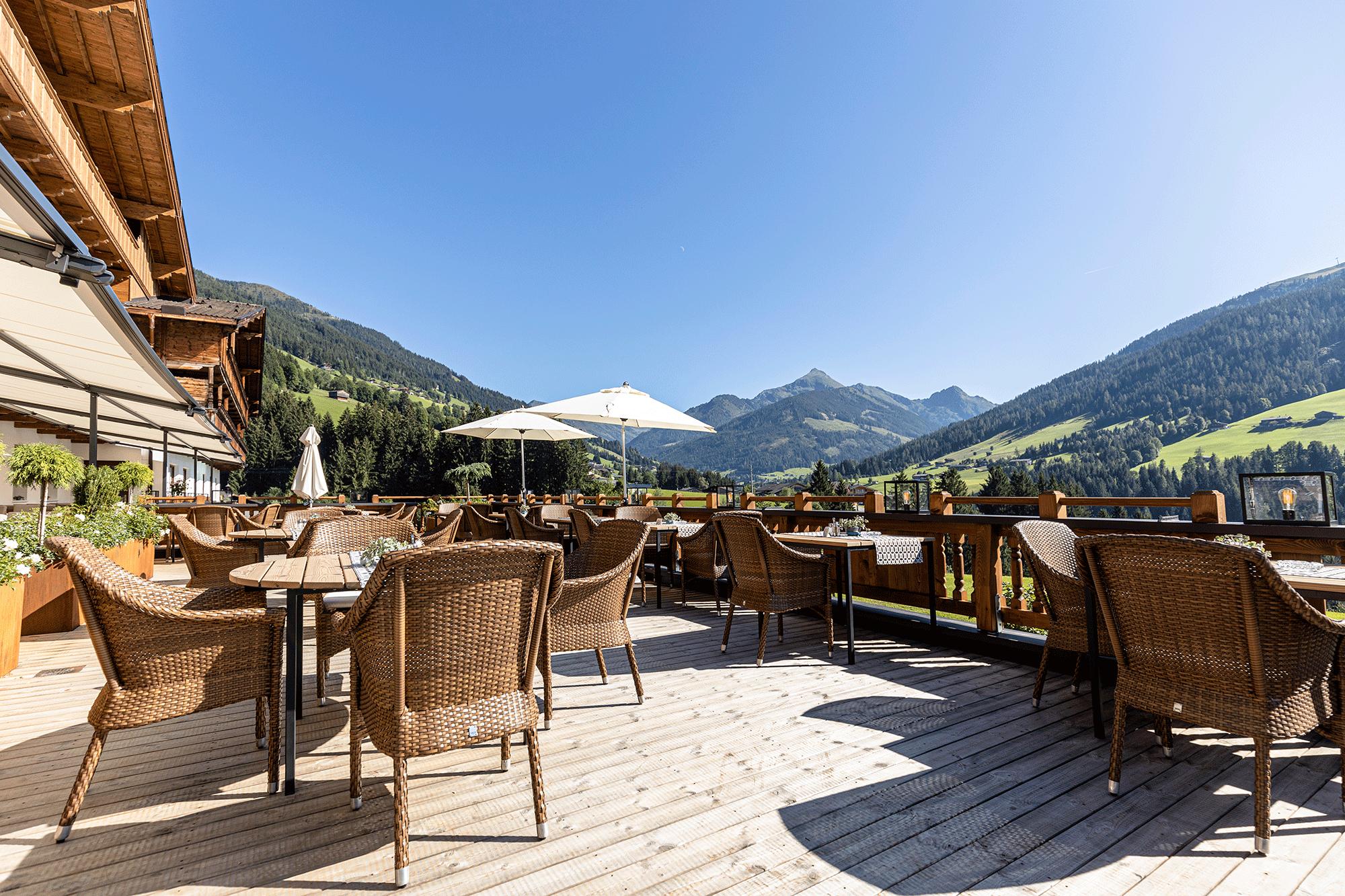 Sonnenterasse Alpbacherhof mit Blick in die Natur Alpbachtal