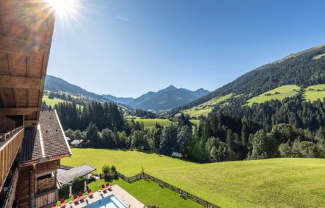 Wohnkomfortzimmer Bergzauber mit Ausblick im 4 Sterne Hotel Alpbacherhof in Tirol