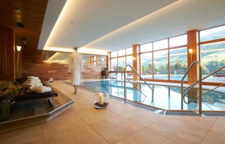 Innenpool im Hotel in Tirol neue Ansicht
