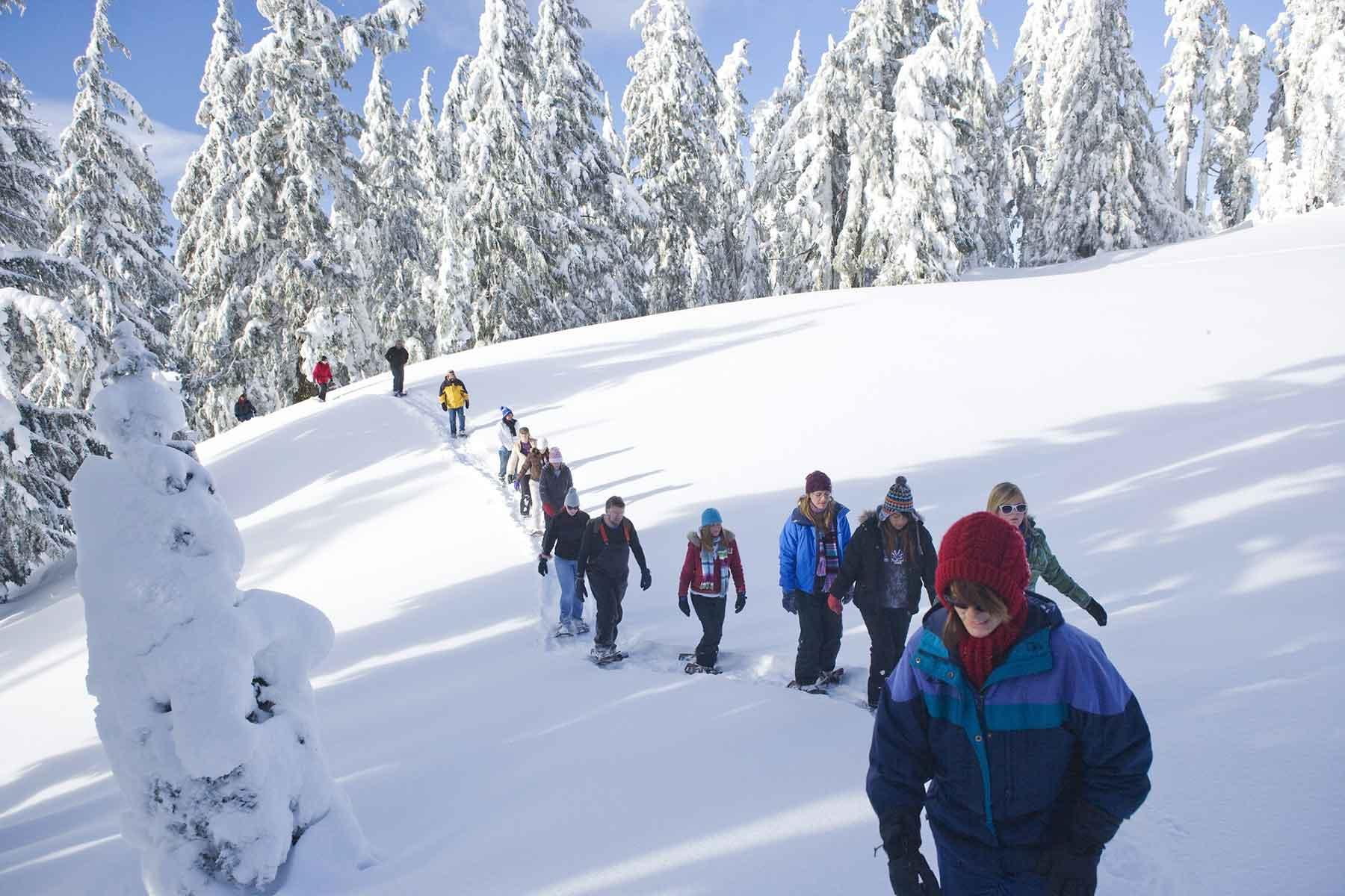 Schneeschuhwanderung im Last Minute Urlaub