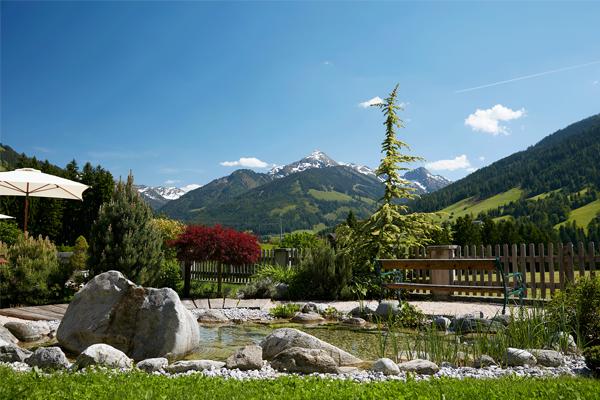 Panoramaausblick im Wellnessgarten im Wellnesshotel Tirol