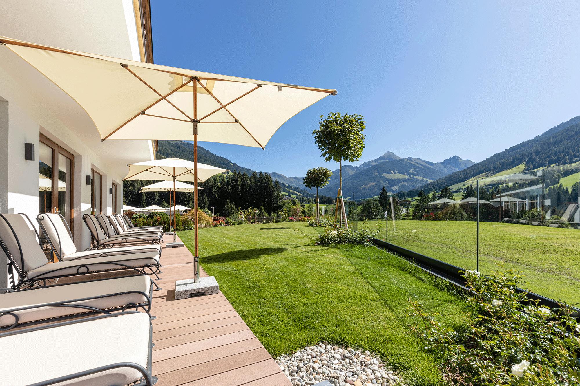 Garten im Wellnesshotel Tirol Der Alpbacherhof