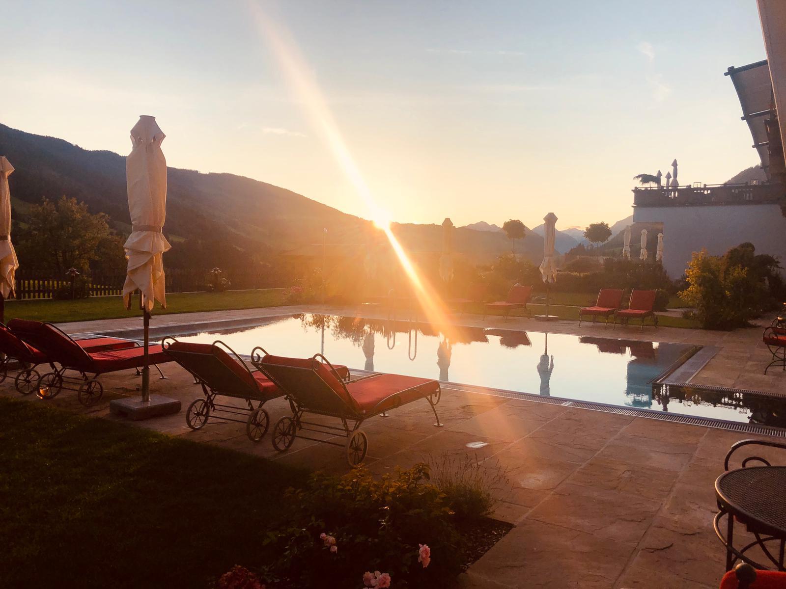Panoramagarten Abendstimmung im Wellnesshotel in Tirol