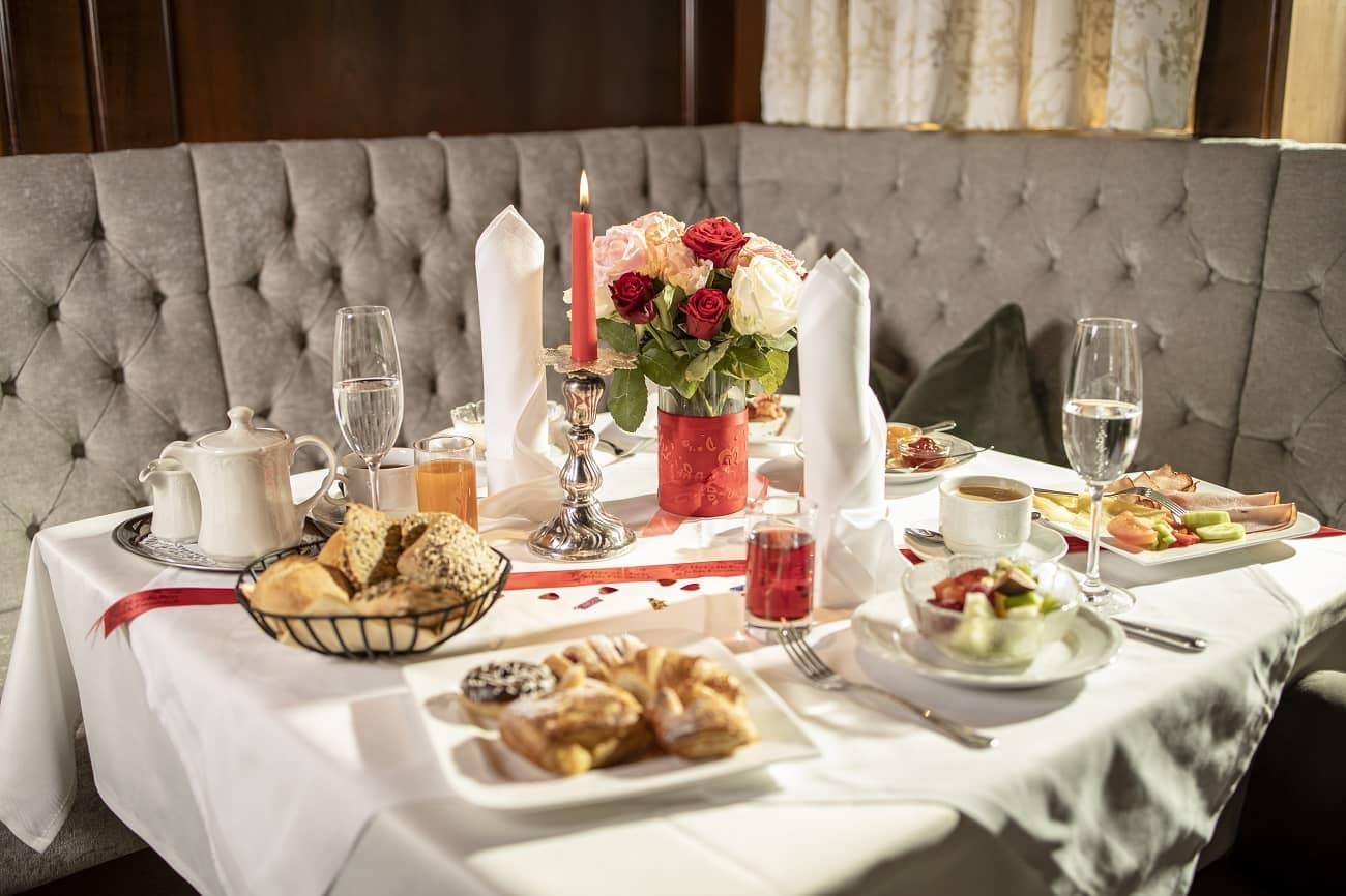 Frühstück im Romantikhotel Tirol