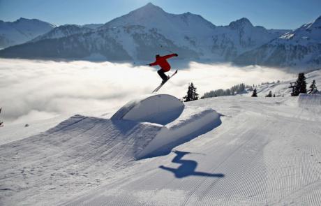Alpbach Wiedersbergerhon Snowpark Skifahrer Winterurlaub Skigebiet Juwel