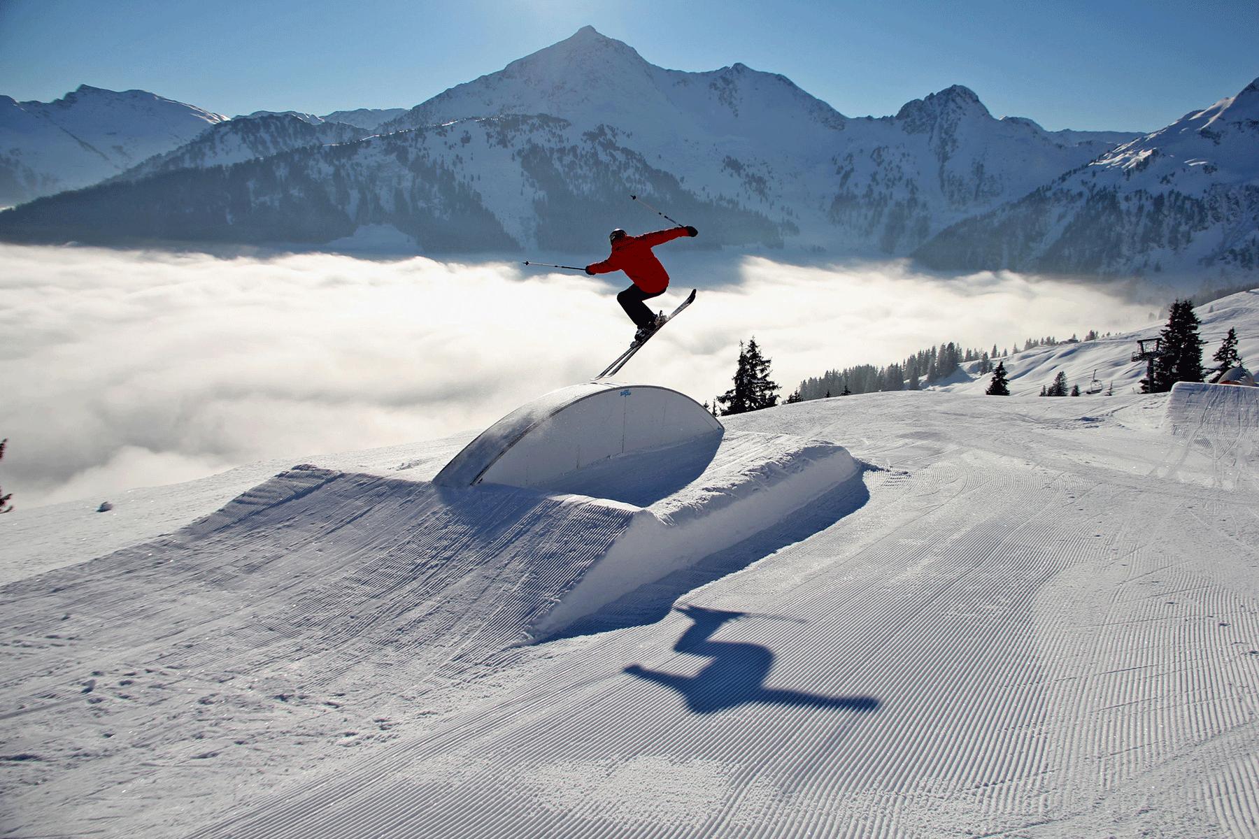 Alpbach Wiedersbergerhorn Snowpark Skifahrer Winterurlaub Skigebiet Juwel