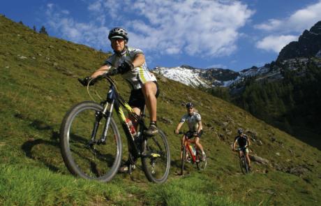 Bikergruppe im Alpbachtal Hotel E-Bike Alpbachtal