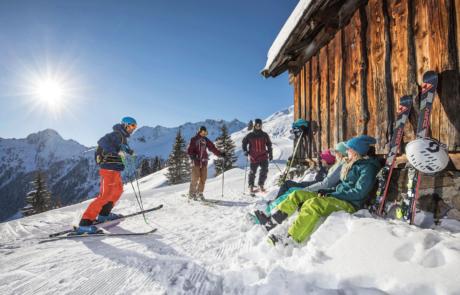 Pause bei Hütte im Skigebiet Ski Juwel beim Skiurlaub im Hotel Tirol im Alpachtal