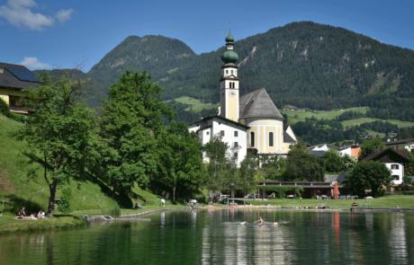 Reither See Blick auf Kirche Sommerurlaub Alpbach