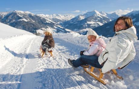 Rodler beim Rodeln Alpbach