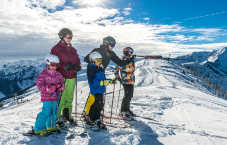 Skifahrer Alpbach Ski Juwel beim Winterurlaub Kitzbüheler Alpen