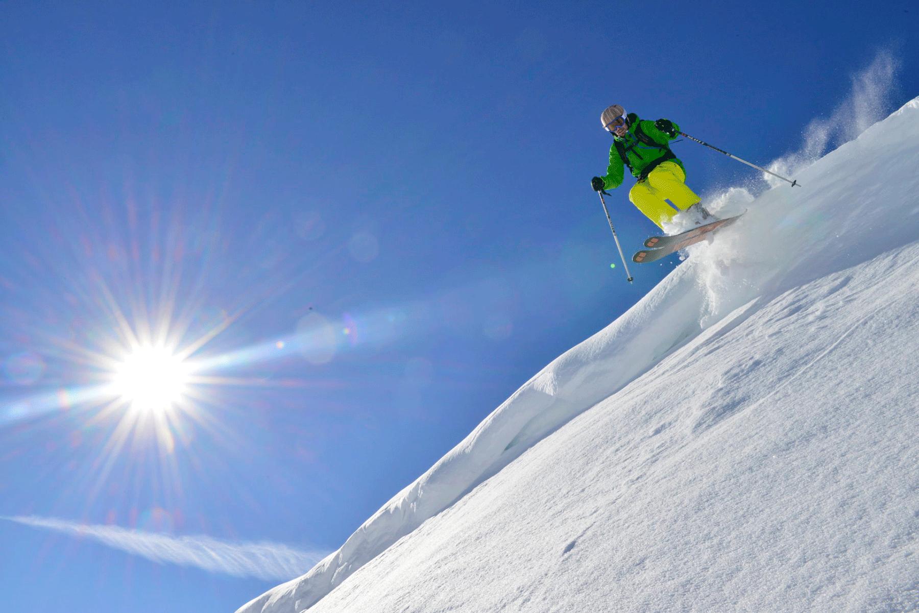 Skifahrer im Hotel Skigebiet Tirol beim Urlaub im Alpbacherhof