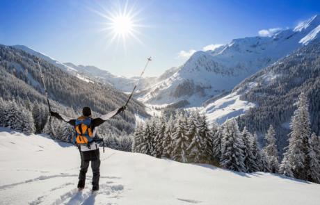 Skitourengeher am Lueger Graben beim Winterurlaub Skigebiet Juwel