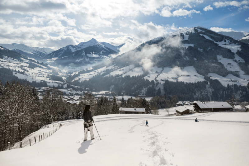 Wanderer im Schnee beim Aktivurlaub Alpbachtal
