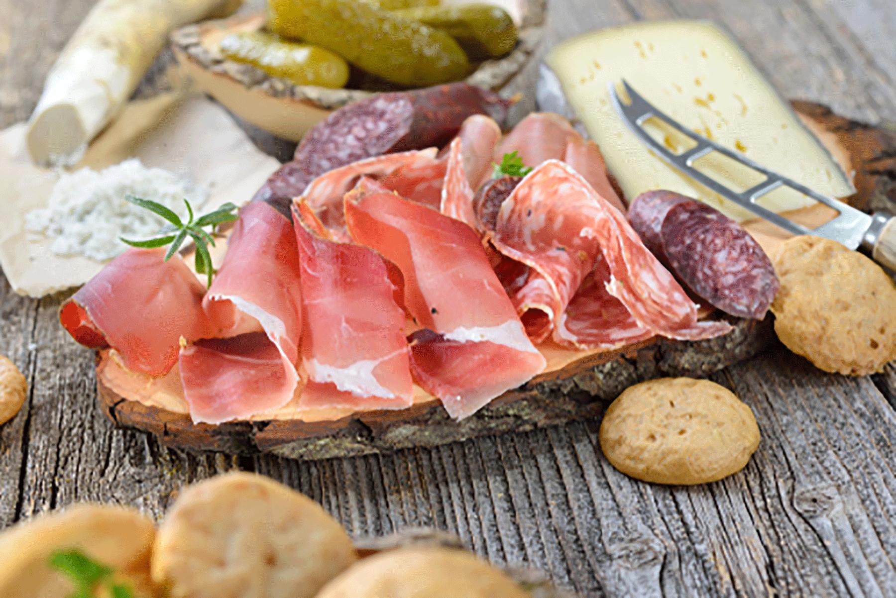 Brotzeit mit Tiroler Spezialitäten genießen im Kurzurlaub Tirol