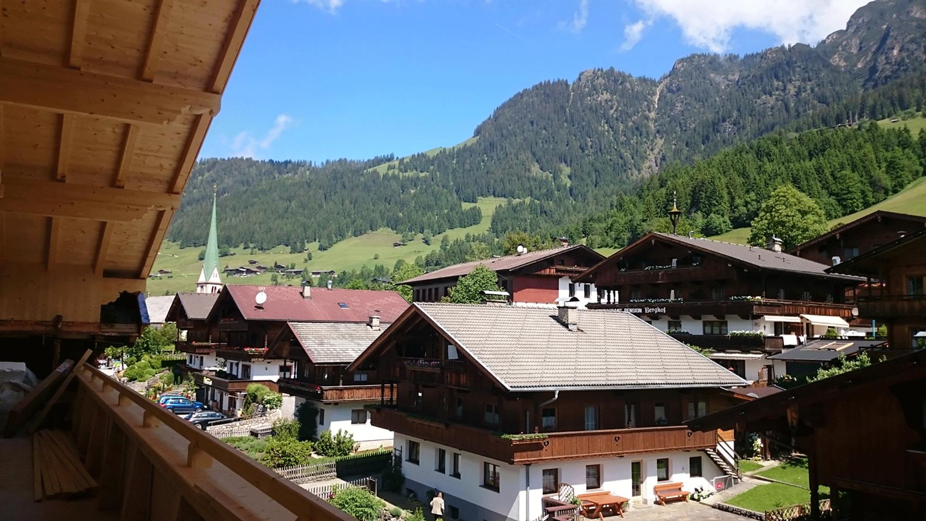 Zubau Juni 2016 im Naturhotel Alpbachtal mit Aussicht vom Balkon