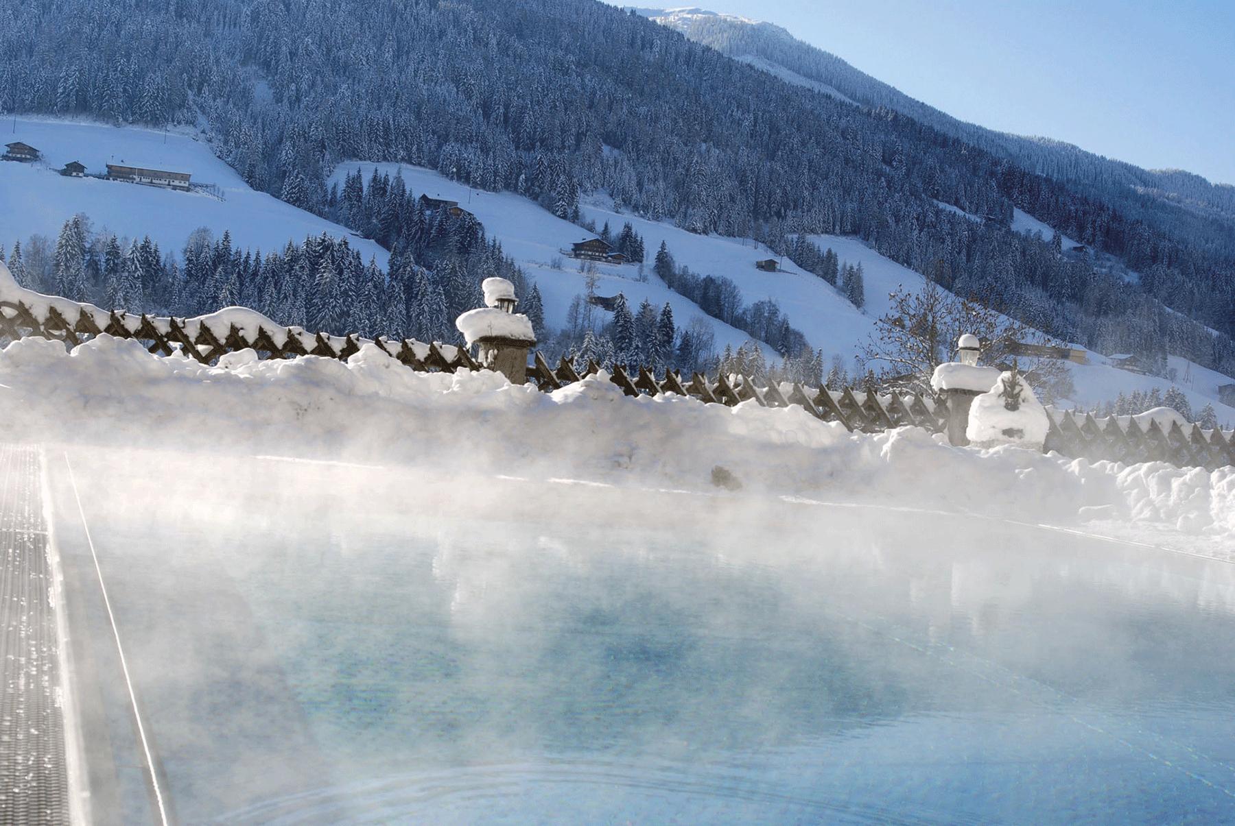 Außenpool Winter schneebedeckt_2 im Hotel mit Freischwimmbad Alpbachtal