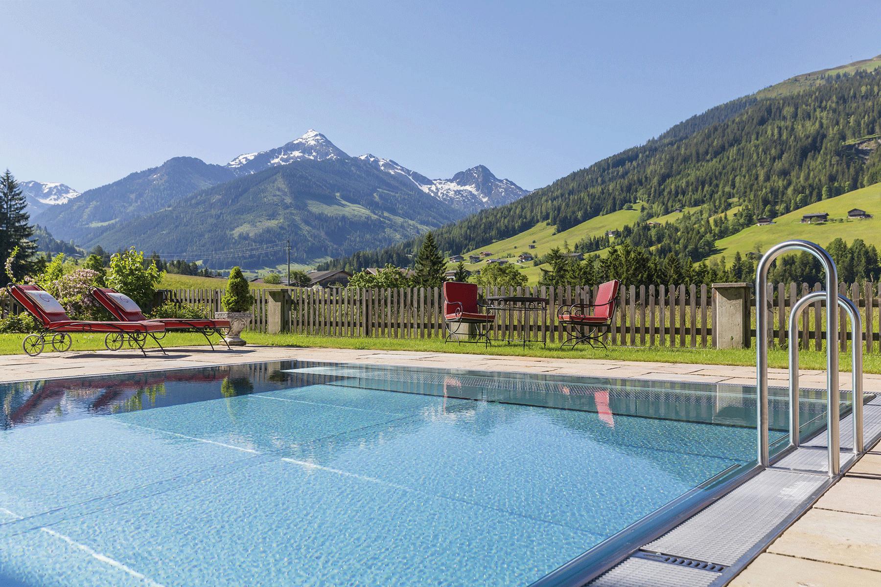 Außenpool mit Panoramablick im Naturhotel Alpbachtal