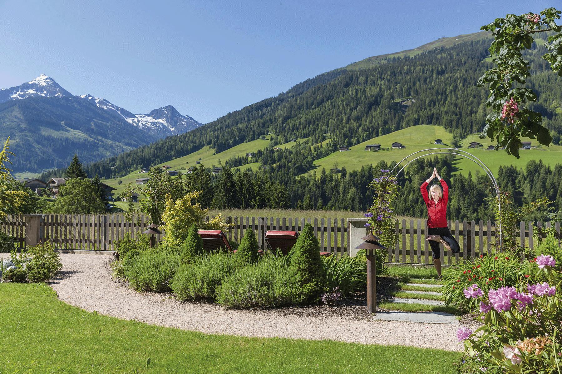 Wellnessgarten Yoga_2 im Wellnesshotel Alpbachtal